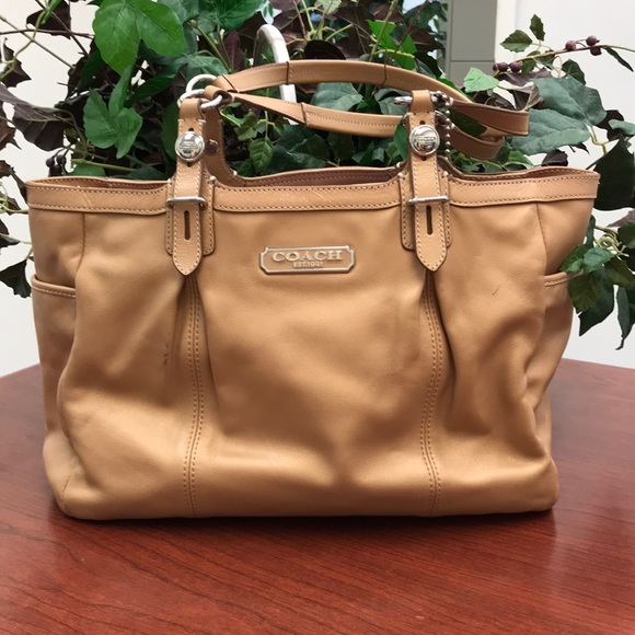 Coach Handbags - Coach Gallery Leather Tote